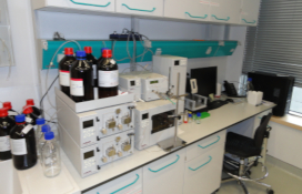 photo of the High-performance liquid chromatographs with: ultraviolet-visible absorption (UV/VIS) detector